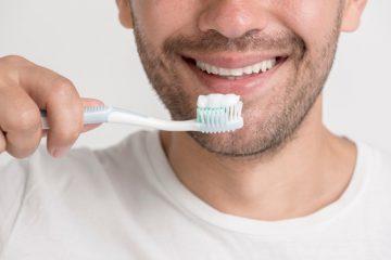 Nevidni zobni aparat invisalign omogoča lažjo ustno higieno
